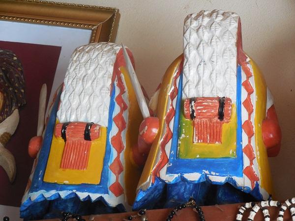 Egungun en bois village artisanal