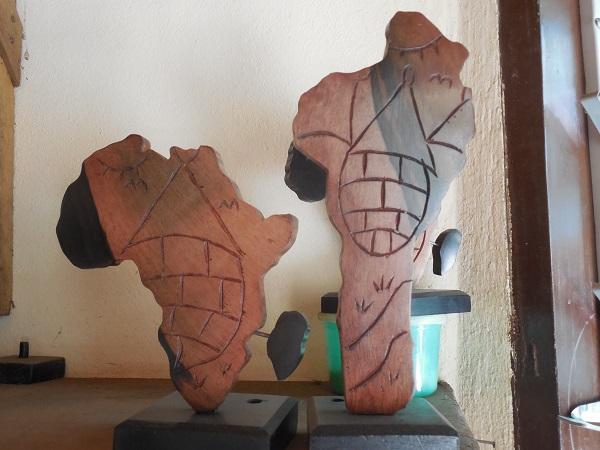 sculptude de l'afrique et du Bénin en Bois village atisanal