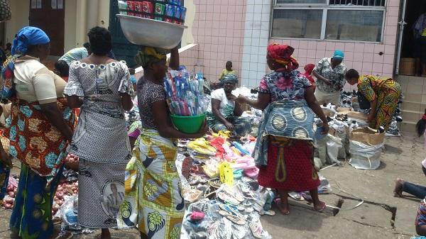 vendeuse dans la ville de cotonou au marché dantokpa