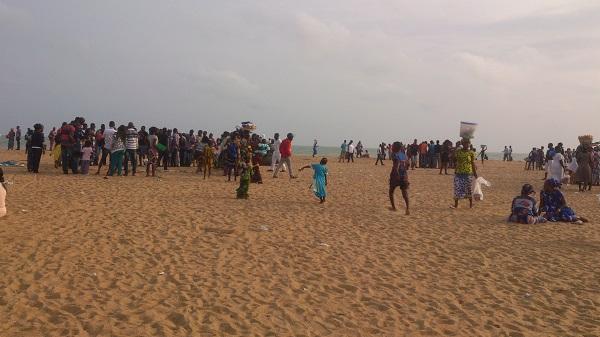 digital nomade à la plage au bénin