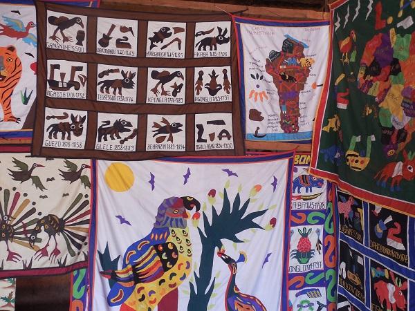 etoffe de tapis en souvenir des combatants au musée d'abomey