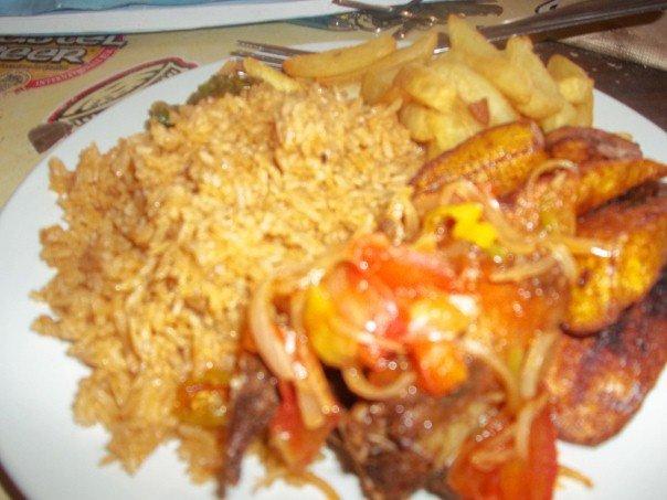 riz au frite de pomme comme nourritures béninoises