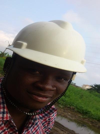 chapeau de chantier et port du casque au Bénin
