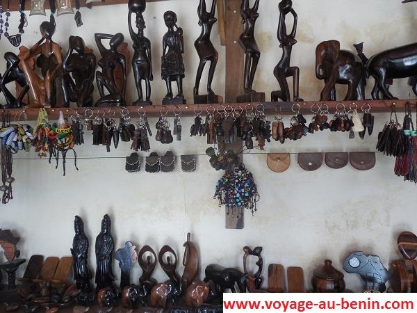 Visiter à Cotonou les objets d'art du centre artisanale