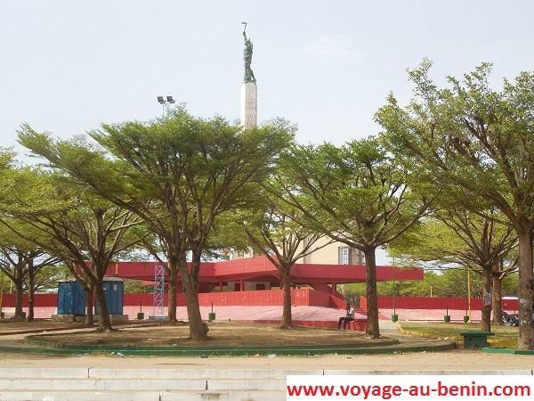 visiter à Cotonou l'étoile rouge de Cotonou
