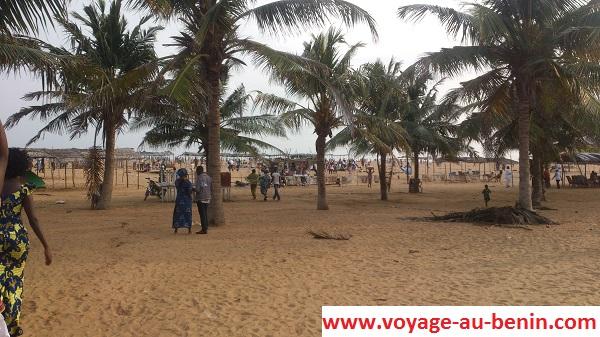 visiter à Cotonou la plage de fidjrossè