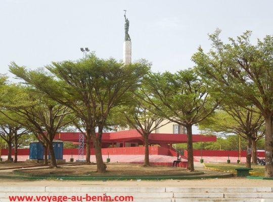 L'étoile rouge de Cotonou : Quelle histoire cache cette place